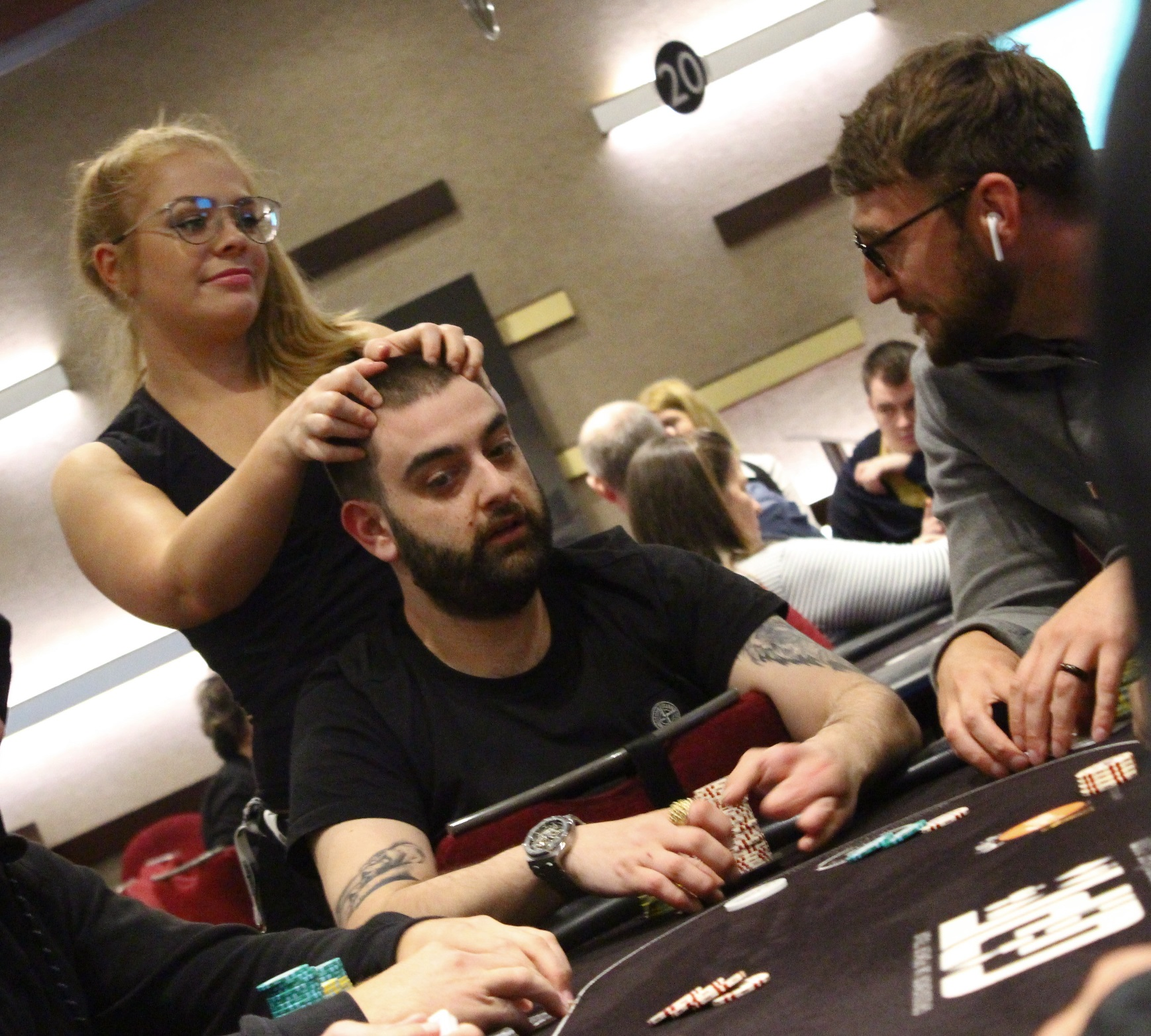 dating on kuin pokeri