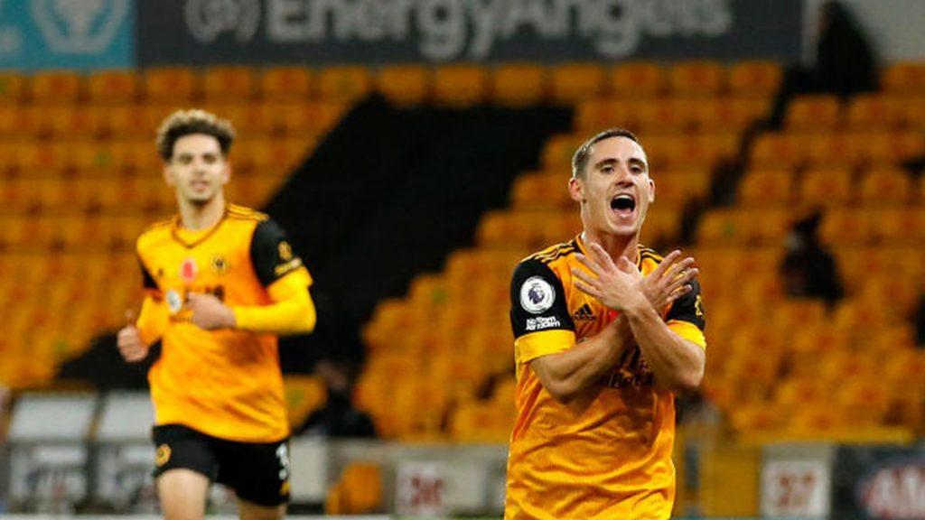 Daniel Podence merayakan untuk Wolverhampton Wanderers