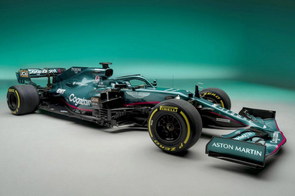 Mobil F1 baru Aston Martin di arena balap terkenal
